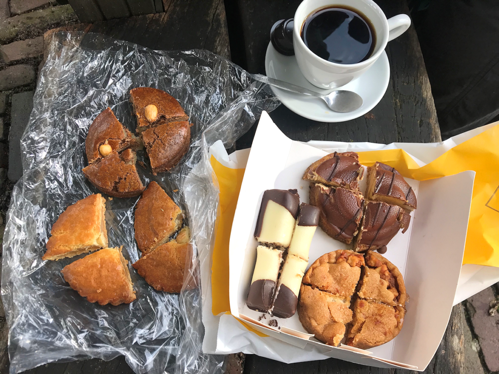 Knitting History Forum TRC Leiden Conference 2019 – Baked goods from the food market, 02.11.19 – image 2019 by Christine Carnie