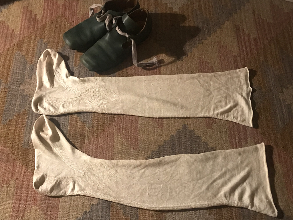 Knitting History Forum TRC Leiden Conference 2019 – Reproduction knitted seventeenth century Texel silk stockings and reproduction shoes (try-me stockings) – image 2019 by Christine Carnie